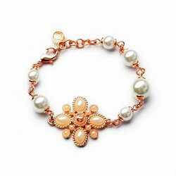 Chanel Flower Pearl Bracelet สร้อยข้อมือมุกแต่งดอกไม้สไตล์ชาแนล