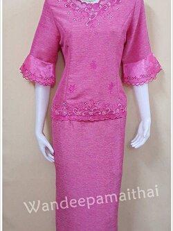 ชุดผ้าไหมญี่ปุ่นสำเร็จรูป ปักลาย แขนสามส่วนแต่งผ้าแก้ว เบอร์ L เสื้อ+กระโปรงยาว สีชมพู
