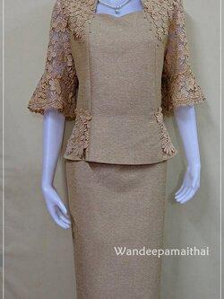 ชุดผ้าไหมญี่ปุ่นปักมุข แต่งด้วยลูกไม้นอกสอดดิ้น เสื้อ+กระโปรงยาว เบอร 46 สีน้ำตาล