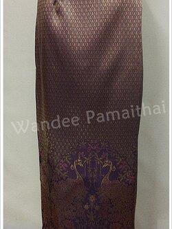 ผ้าถุงไหมสำเร็จรูป ลายนกยูง สีม่วงชมพู
