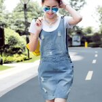 เอี้ยมกระโปรงยีนส์สไตล์เกาหลี แถมเสื้อยืดตัวใน ผ้ายีนส์ฟอกเนื้อดี งานนำเข้าแบรนด์แท้