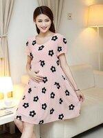 Dressกระโปรง ผ้าชีฟองสีชมพู ปักลายดอกไม้สีดำ แขนสั้น พร้อมเชือกผูกหลัง เนื้อผ้าใส่สบายไม่ร้อนคะ