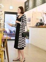 ชุดSET Dress+เสื้อคลุมตัวยาว ด้านในเป็นชุดDressแขนกุดสีดำ ด้านนอกเป็นเสื้อคลุมตัวยาวลายขวางสีขาวสลับดำ แขนยาว ใส่สบายมากๆคะ